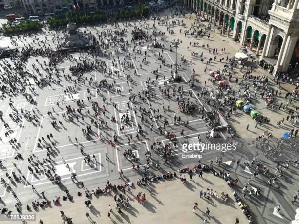 view from above piazza duomo milano - cattedrale foto e immagini stock
