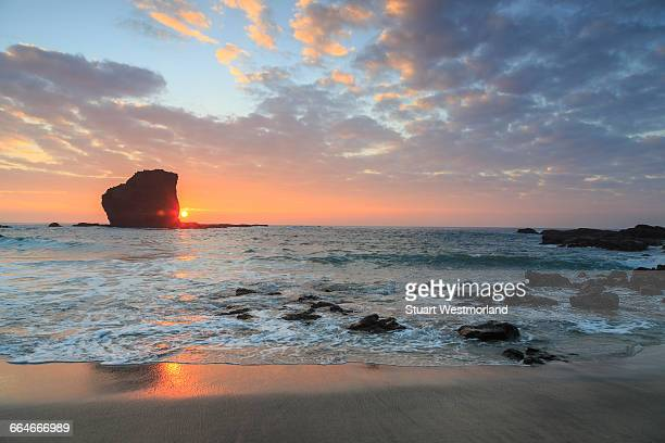 view from beach at manele bay of puu pehe (sweetheart rock) at sunrise, south shore of lanai island, hawaii, usa - lanai stock photos and pictures