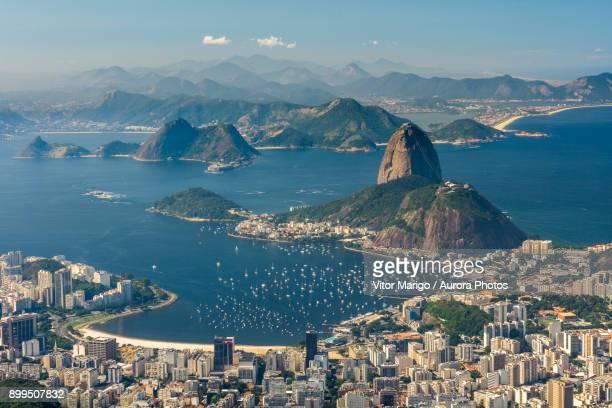 view from christ the redeemer to botafogo beach and the sugarloaf mountain in rio de janeiro, brazil - pão de açúcar - fotografias e filmes do acervo