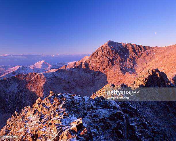 a view from crib goch on the snowdon horseshoe ridgewalk toward the peaks of mount snowdon. - mount snowdon stock pictures, royalty-free photos & images