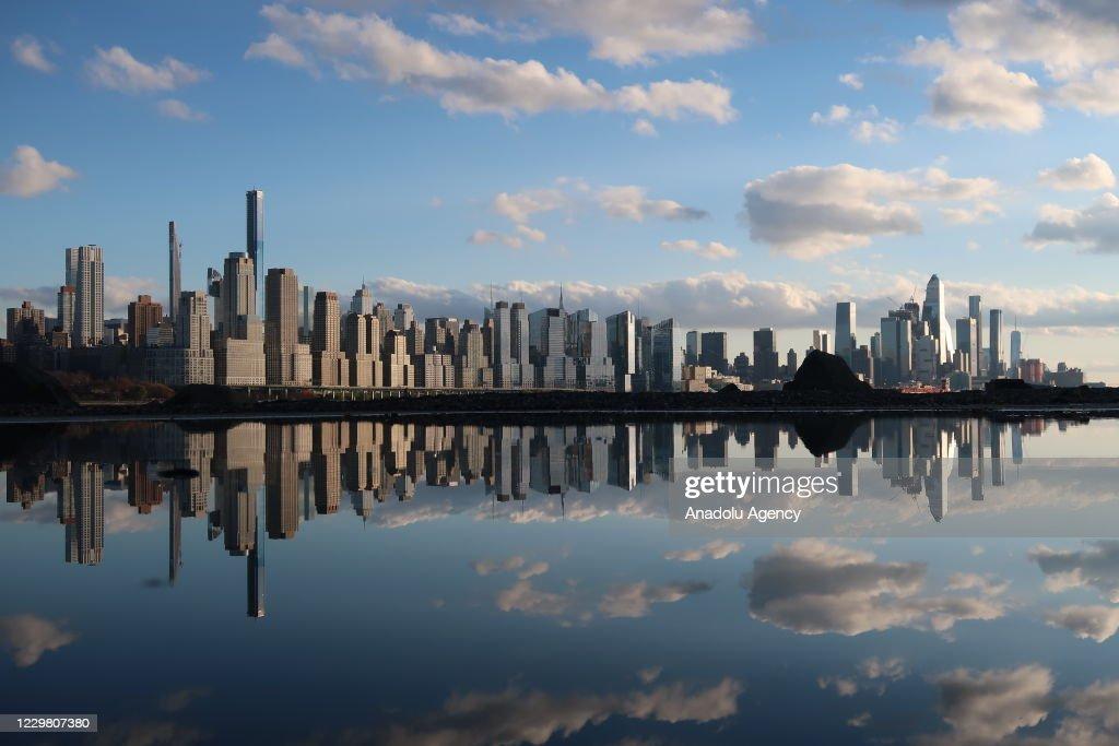 Sunset over New York City : News Photo
