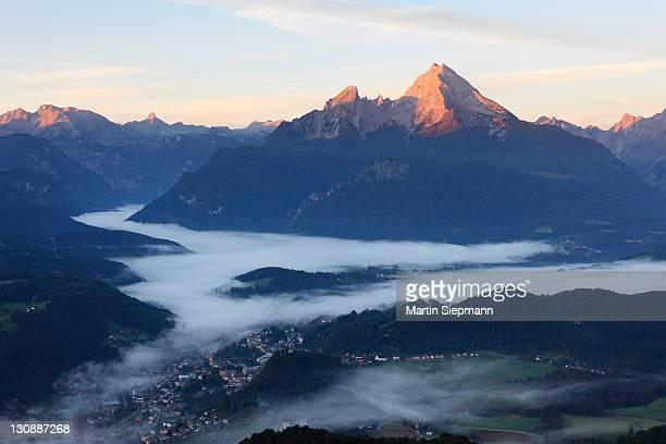 view from kneifelspitze mountain across berchtesgaden towards watzmann mountain, in the morning, berchtesgaden alps, berchtesgaden, upper bavaria, germany, europe - berchtesgaden alps stock photos and pictures