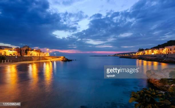 イタリアのサンタ・マリア・アル・バーニョからの眺め(プーリア) - ブリンディシ ストックフォトと画像