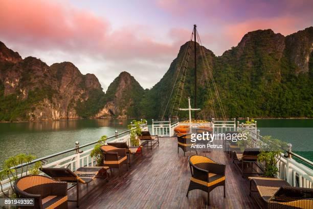 view from the deck of a cruise ship at sunset. halong bay, vietnam - vietnam fotografías e imágenes de stock
