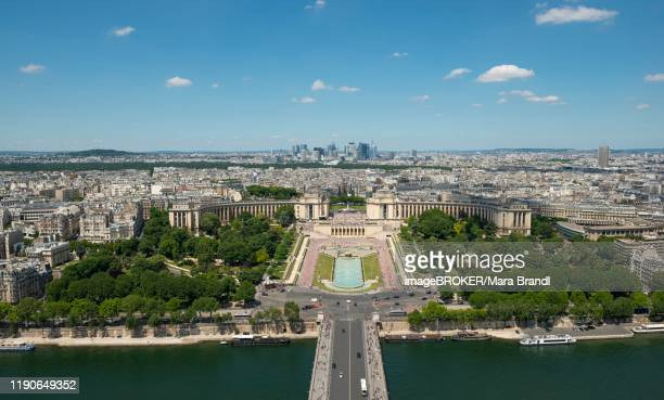 view from the eiffel tower to the jardins du trocadero with bridge pont d'iena and river seine, paris, france - esplanade du trocadero stock pictures, royalty-free photos & images