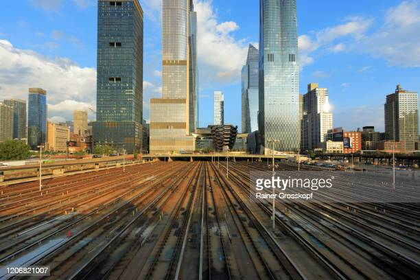 view from the husdon side at the skyscrapers of hudson yards - rainer grosskopf stock-fotos und bilder