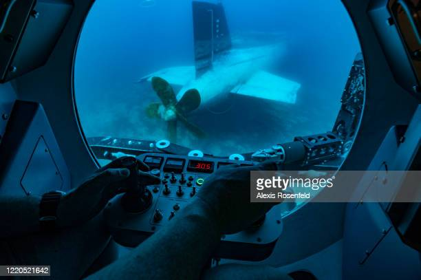 View from the interior of a NATO Submarine Rescue System during training exercises on May 11, 2007 off Toulon, South of France. The NATO Submarine...
