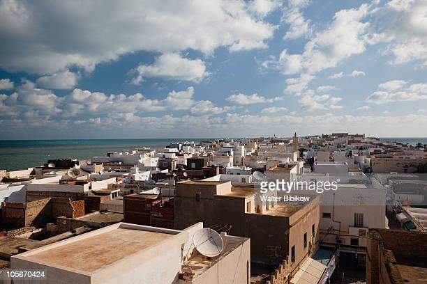 view from the skifa el-khala city gate - tunesien stock-fotos und bilder