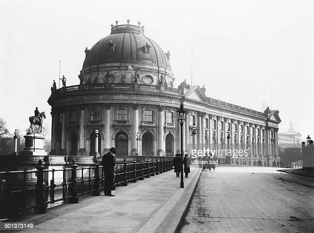 View from the street Am Kupfergraben of the Bode Museum and the KaiserFriedrichDenkmal around 1910
