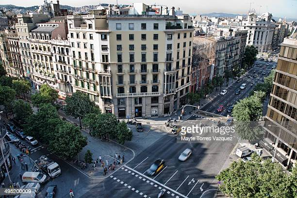 CONTENT] View from the top of a building that shows a high view of both Rambla de Cataluna and Aragon streets located at the Eixample area