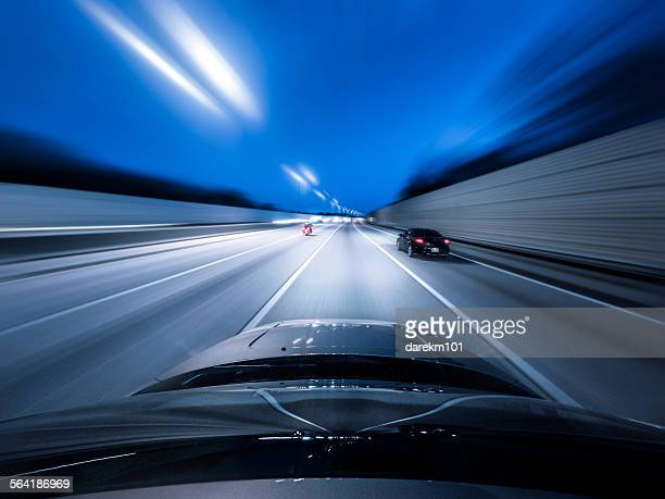 view from the top of a car driving down a motorway at speed - fluchtpunkt stock-fotos und bilder