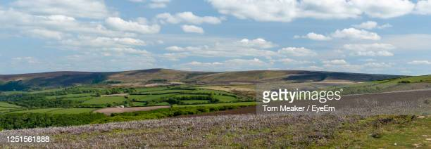 view from the top of porlock hill of dunkery hill in somerset - ポーロック ストックフォトと画像