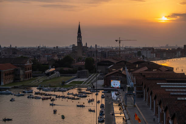 ITA: The First Drive In Boat Cinema Is Presented In Venice