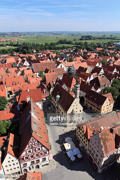 view from the tower of the daniel or st.-georgs-kirche church to the north, market place and town hall, noerdlingen, swabia, bavaria, germany, europe - kirche - fotografias e filmes do acervo