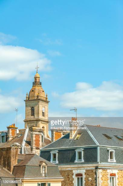 view from vannes battlements, classical buildings and the église (church) saint-patern de vannes against a sunny clear blue sky - ヴァンヌ ストックフォトと画像