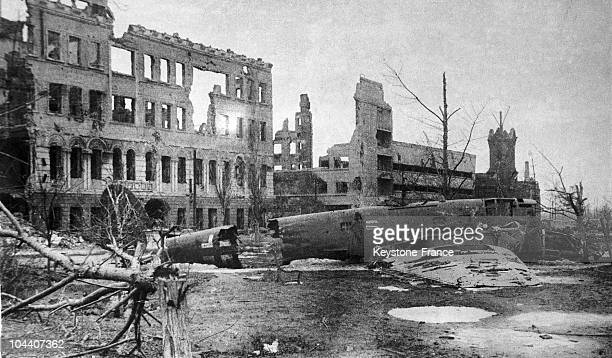 A view in 1943 of Stalingrad destroyed by German bombing At the end of September 1942 the German Army commanded by Marshal Friedrich PAULUS entered...
