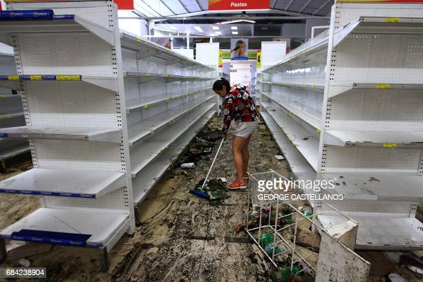 View inside a looted supermarket in Capacho Tachira state Venezuela on May 17 2017 Venezuela's government said Wednesday it was sending troops to a...