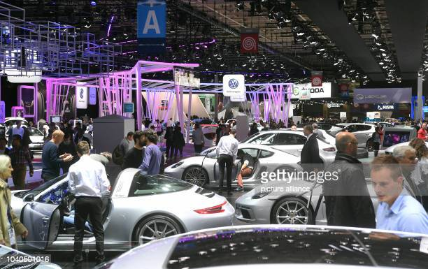 View into a fair hall on the second press day of the Paris Motor Show in Paris France 30 September 2016 The fair takes place from 1 Octobre to 16...
