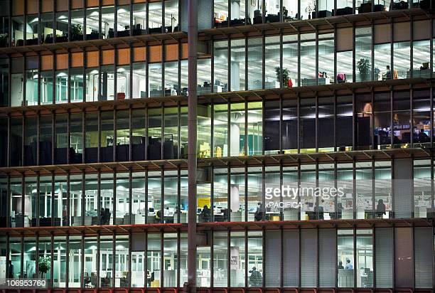 view into office building - großraumbüro stock-fotos und bilder