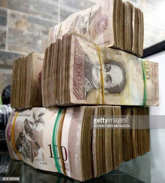 View of 100-bolivar-bills at a bureau de change in La Parada, municipality of Villa del Rosario, Norte de Santander department, Colombia, in the...