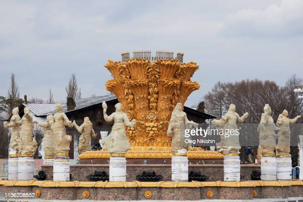 A view of 16 wrapped gilded bronze sculptures depicting the 16 republics of the USSR during the reconstruction of the Druzhba Narodov fountain at the...
