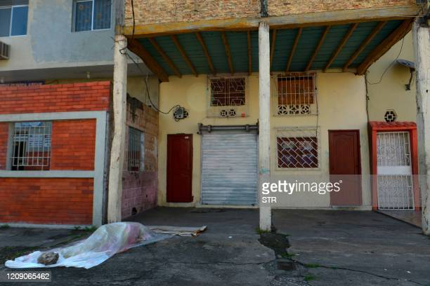 View of a body said to be laying for three days outside a closed clinic in Guayaquil, Ecuador on April 3, 2020. - Troops and police in Ecuador have...