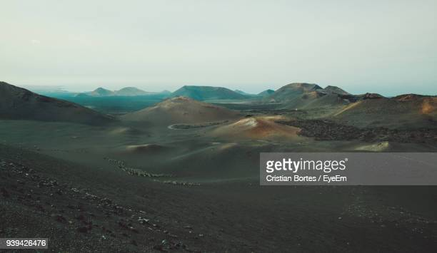 view of a desert - bortes fotografías e imágenes de stock