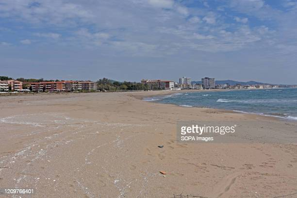 A view of a deserted El Vendrell beach during the Christian Easter holiday After the state of alarm and the confinement of people in their homes due...