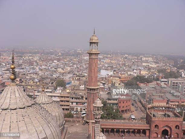 view of a mosque (jama masjid) and delhi - jama masjid delhi stock pictures, royalty-free photos & images