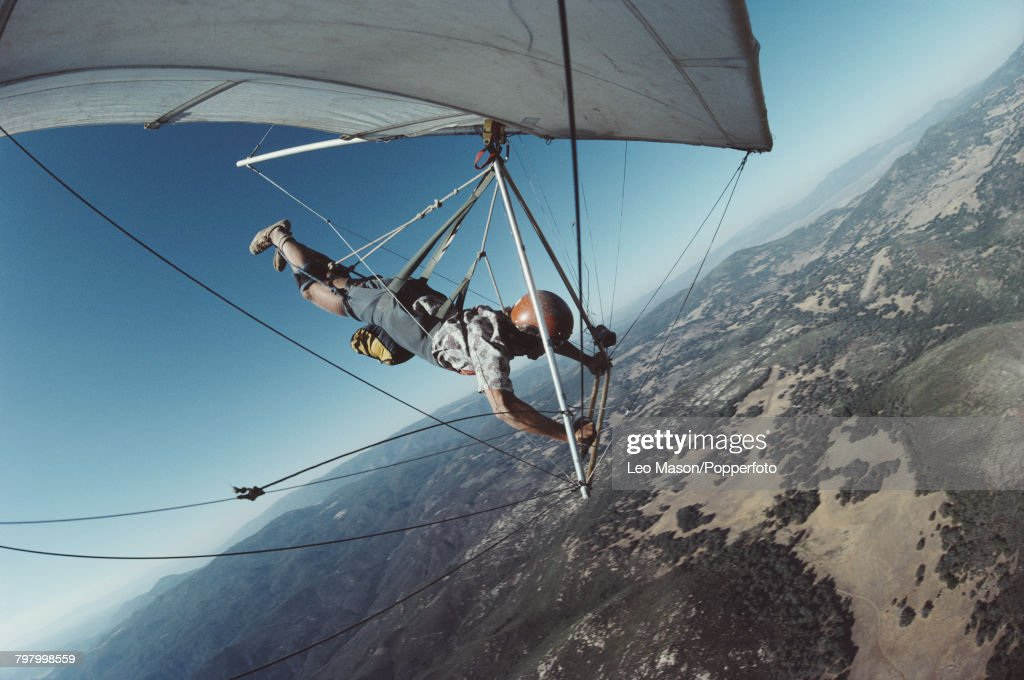 Hang Gliding In The Black Mountains : News Photo