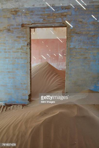a view of a room in a derelict building full of sand. - enterrar imagens e fotografias de stock