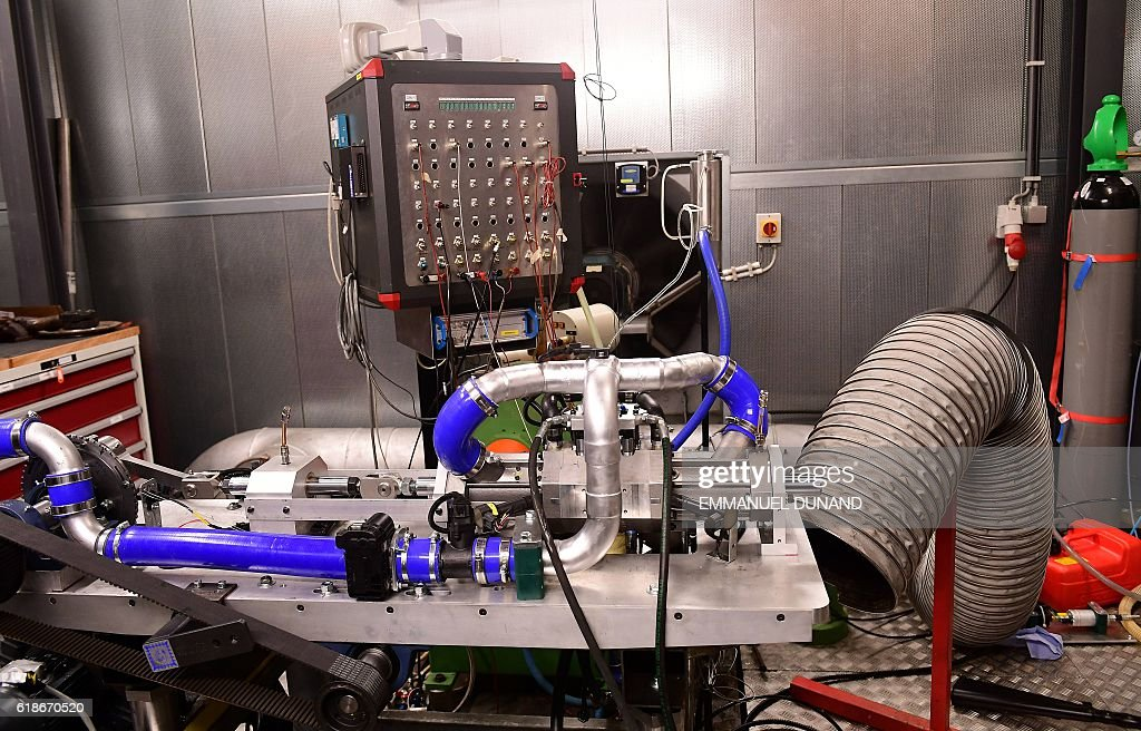 A view of a single-piston car engine invented by Shaul Yakobi ...