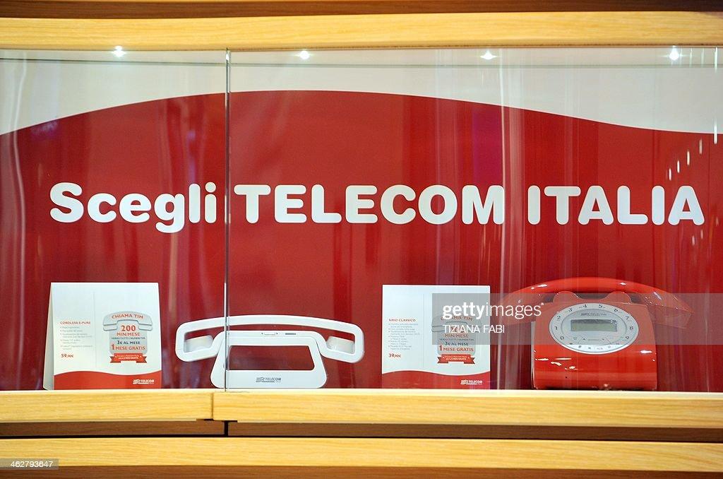 ITALY-ECONOMY-BUSINESS-TELECOMMUNICATIONS : News Photo
