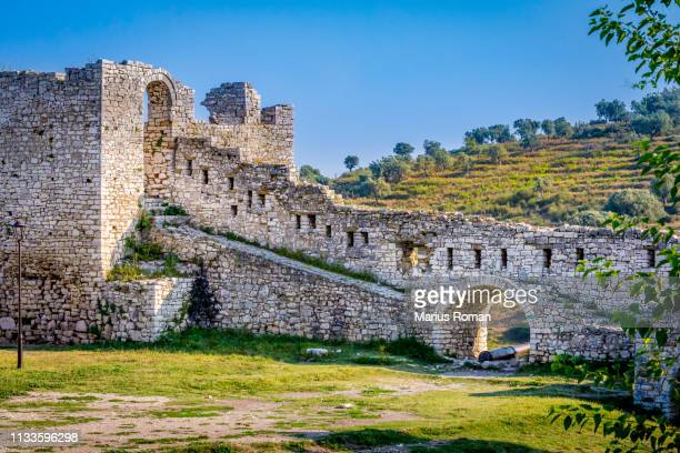 view of a the defensive stone wall in the fortified city of berat, albania, unesco world heritage site. - albanië stockfoto's en -beelden