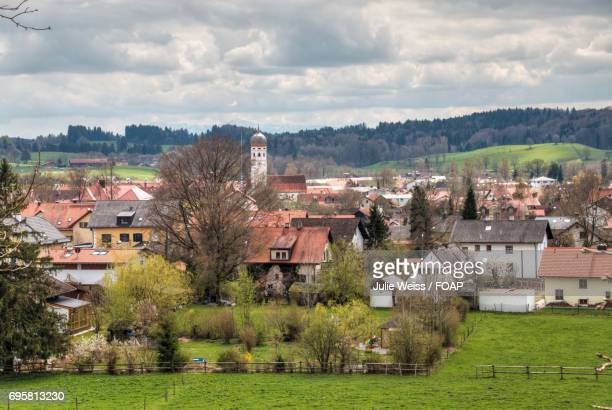 view of a town against cloudy sky - starnberg photos et images de collection
