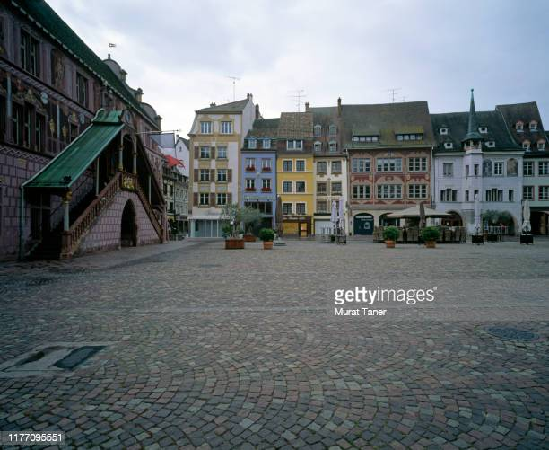 view of a town square in mulhouse - ミュールーズ ストックフォトと画像