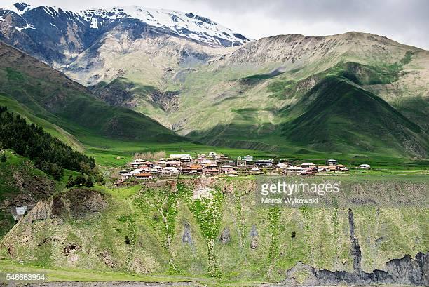 view of a village in caucasus mountains, georgia - 国 ジョージア ストックフォトと画像
