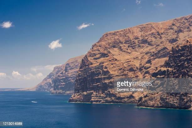 """view of """"acantilados de los gigantes"""", in south of tenerife (canary islands, spain) - dähncke fotografías e imágenes de stock"""