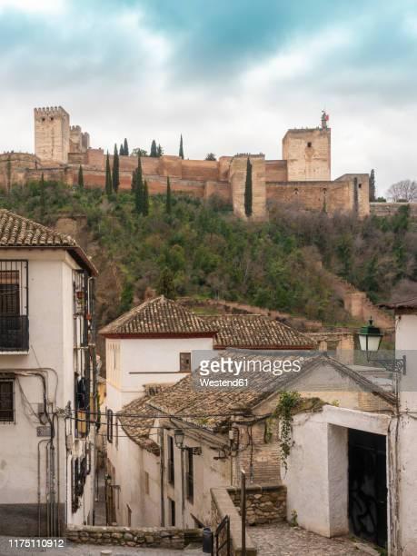view of alhambra from albayzin, granada, spain - albaicín fotografías e imágenes de stock