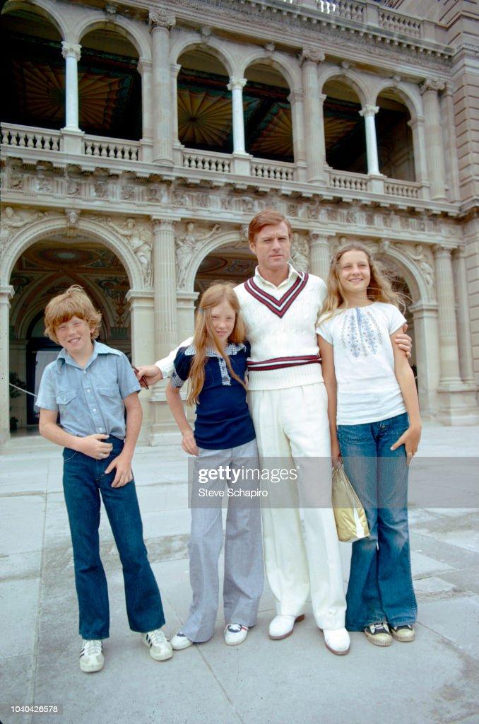 Robert Redford & Children On 'The Great Gatsby' Set : News Photo