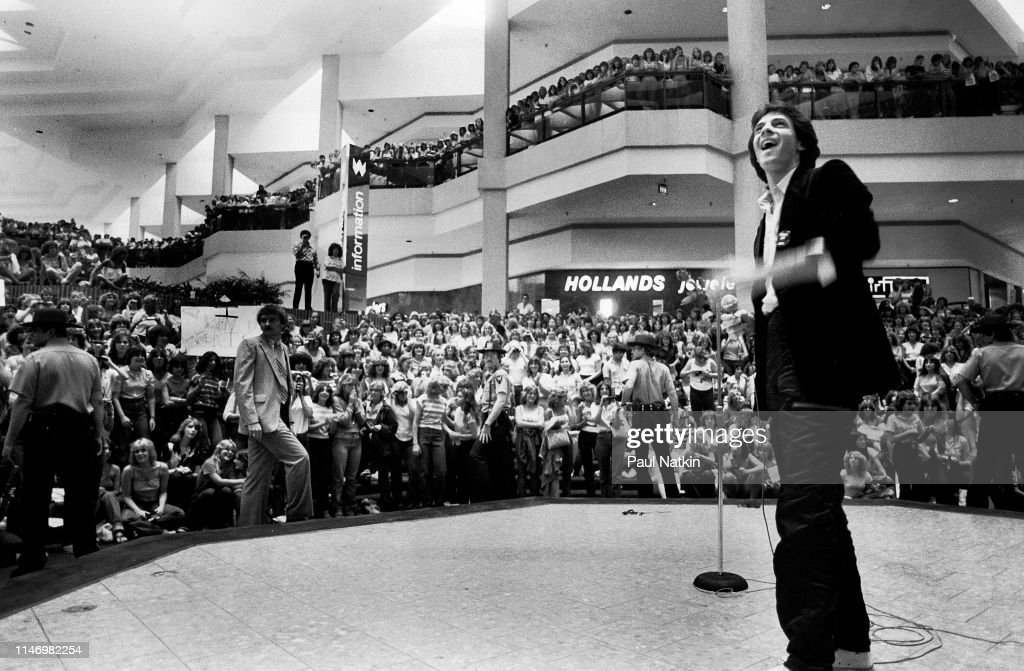 Rick Springfield Onstage At Woodfield Mall : News Photo