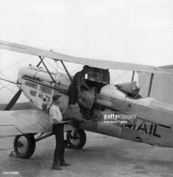 A view of an airplane ensuring the postal service eg the AIR MAIL in Cleveland USA It was a war aircraft used for the postal service which permitted...