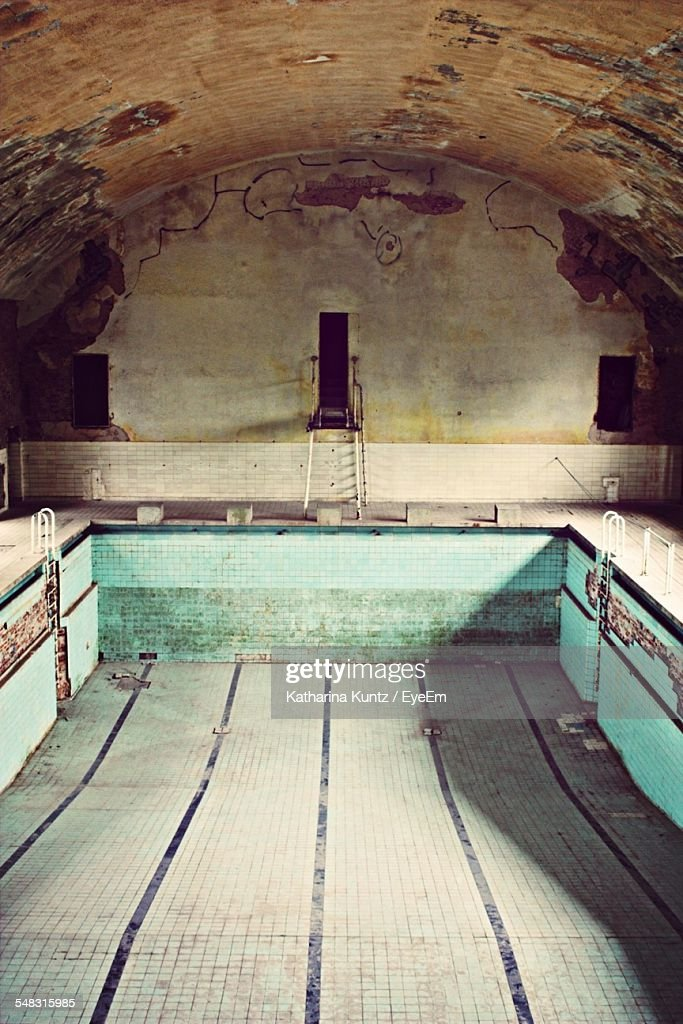 View Of An Empty Abandoned Swimming Pool High Res Stock Photo Getty Images