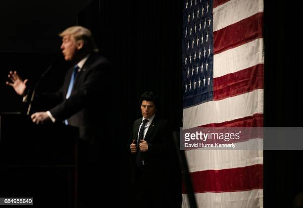 View of an unidentified US Secret Service agent as he stands behind American real estate developer and presidential candidate Donald Trump during a...