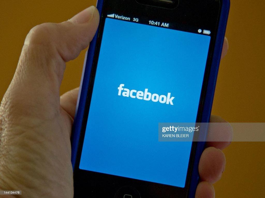 US-IT-INTERNET-STOCKS-IPO-FACEBOOK : News Photo