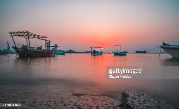 view of bahrain from muharraq - bahréin fotografías e imágenes de stock