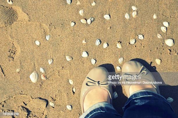 view of beach - フラットシューズ ストックフォトと画像