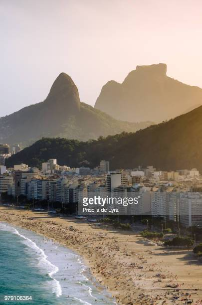 view of beachfront, copacabana, rio de janeiro, brazil - copacabana rio de janeiro stock-fotos und bilder