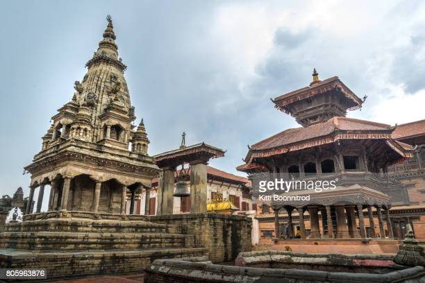 view of bhaktapur durbar squar before earthquake, nepal - カトマンズ ダルバール広場 ストックフォトと画像