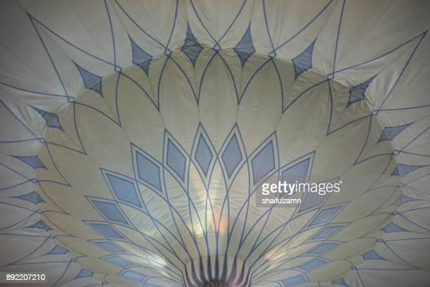 view of big umbrella in mosque al-nabawi, medina - shaifulzamri photos et images de collection